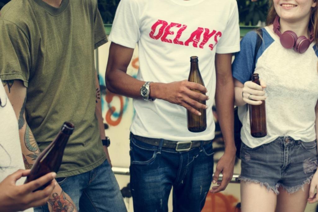 Antes de los 14 años, el 70% de los chicos ya probó el alcohol