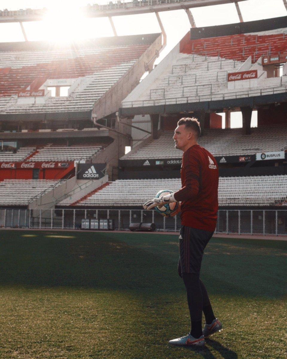 Gallardo, entre el presente de Scocco y la calidad de Suárez