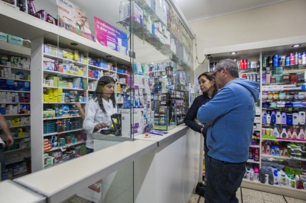 Una deuda millonaria pone en riesgo la atención en farmacias a afiliados al IOMA