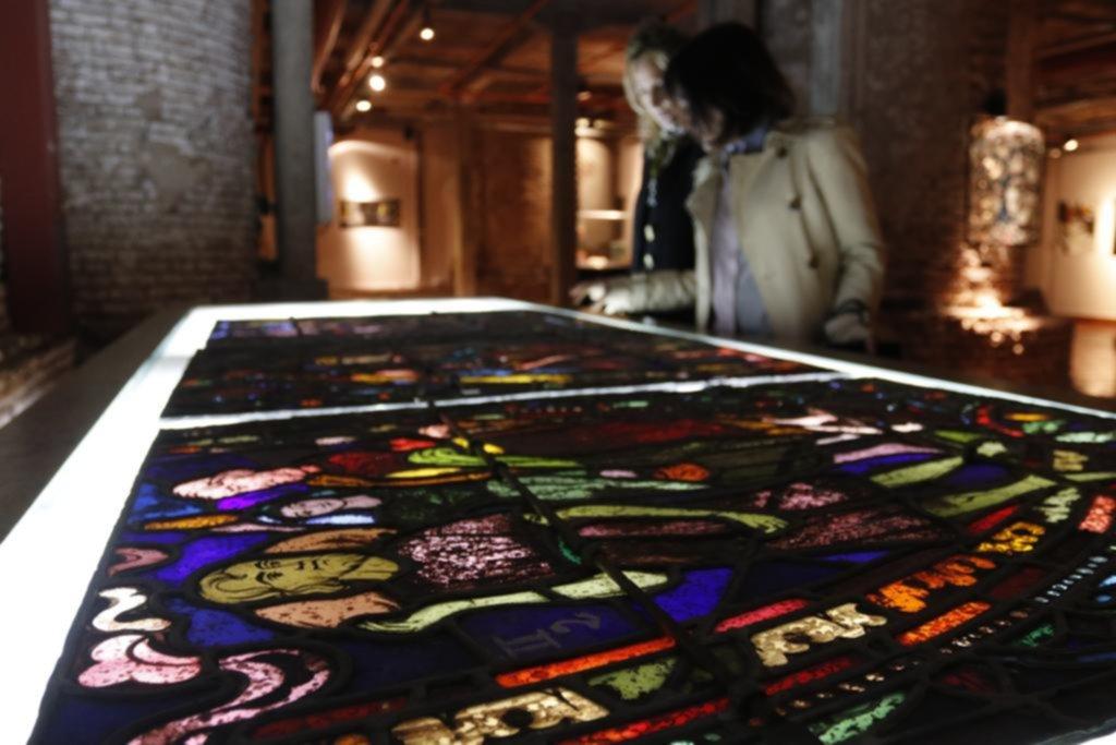 Comenzaron a desmontar los vitrales de la Catedral para su puesta en valor