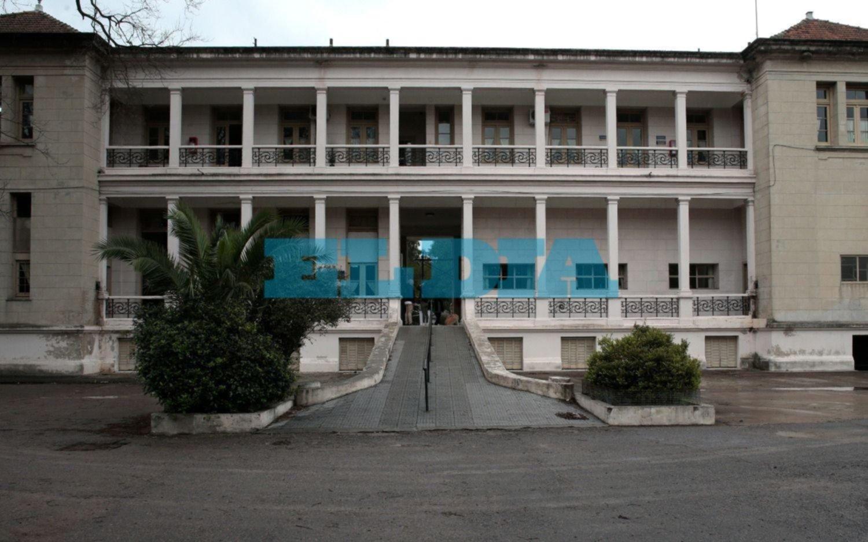 Denuncian invasión de ratas en el ex hospital Naval de Ensenada