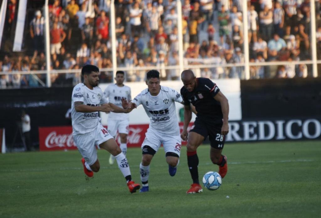 López, a pura velocidad, fue el mejor del Pincha en Santiago