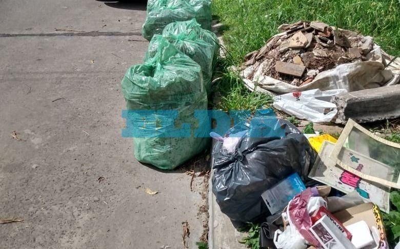 Acumulación de basura en 30, 42 y 43