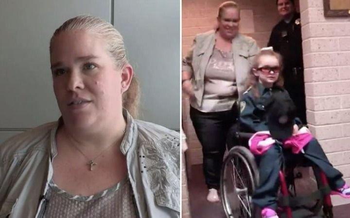"""La madre que pidió ayuda por su hija con """"enfermedad terminal"""" y es acusada de asesinarla"""