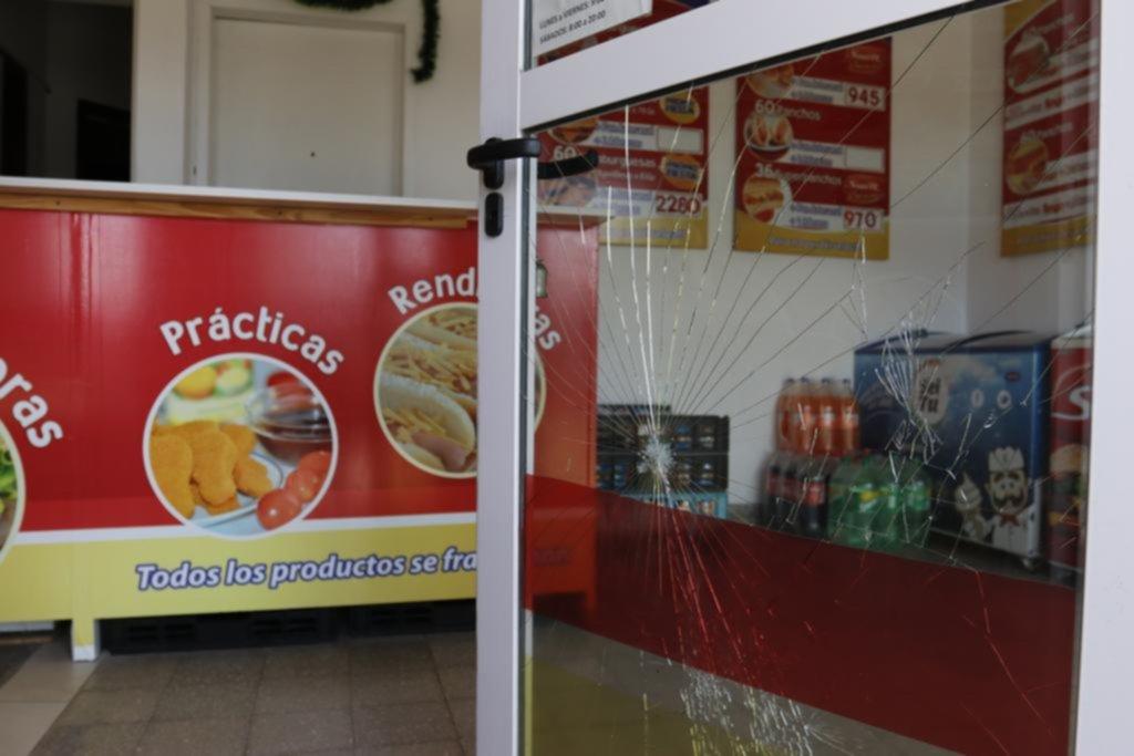 Una casa de comidas se suma a la extensa lista de daños y robos en comercios en City Bell