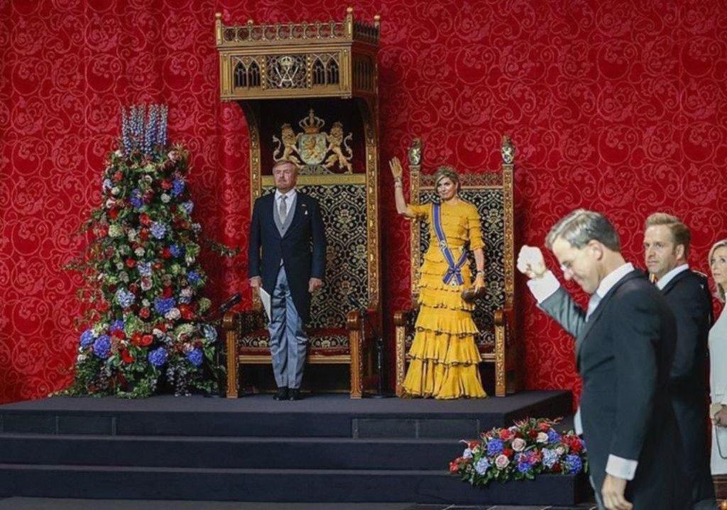 Máxima, igual pero diferente: la reina repitió modelo y está perdonada