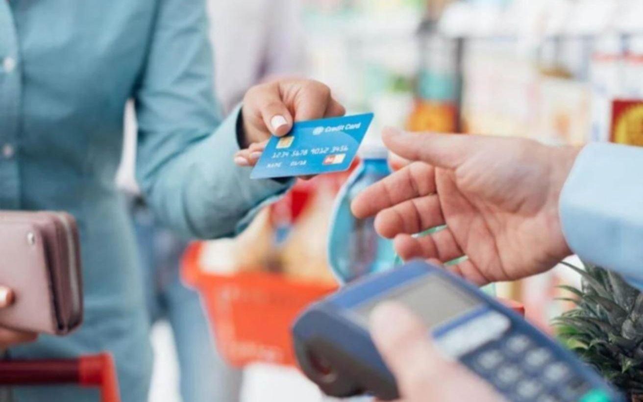 El consumo con tarjetas se recuperó levemente en septiembre pero no alcanza  los niveles prepandemia - Política y Economía