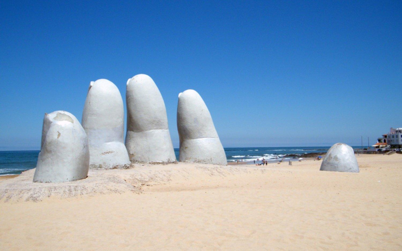 """Uruguay crea un """"pasaporte sanitario"""" para el ingreso de turistas"""