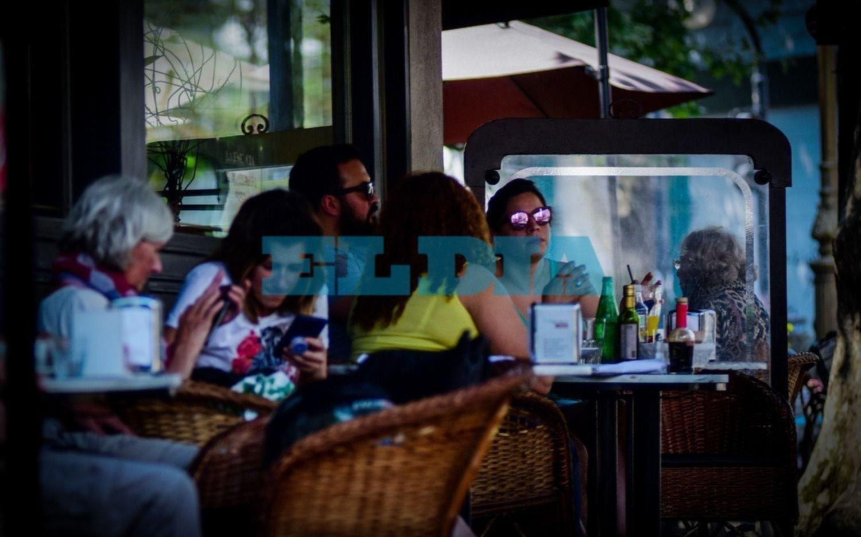 """Los platenses aprovechan el """"veranito"""" para pasar un Día de la Madre al aire libre: mandanos tu foto"""