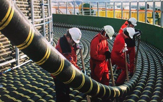 Buques franceses instalan un nuevo cable submarino en Las Toninas: ampliará el ancho de banda internacional de Internet