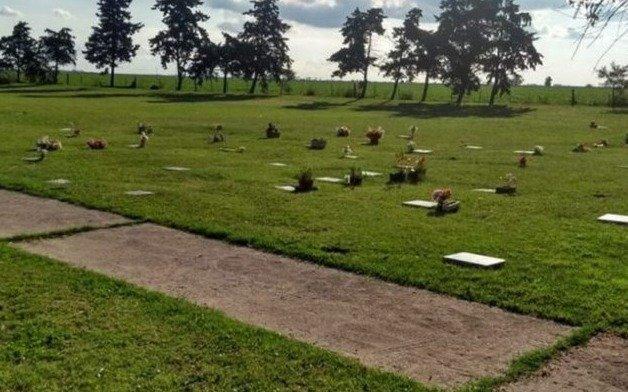 Robaron todas las placas de bronce de las tumbas en un cementerio de Mar del Plata