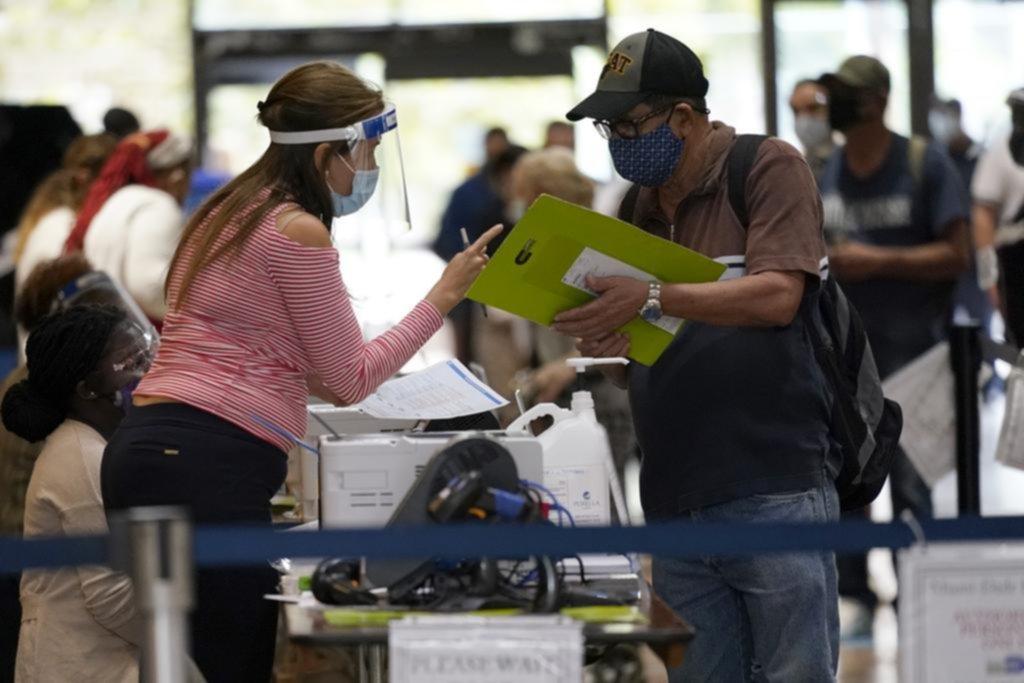 En el codiciado estado de Florida, empezó la votación anticipada de modo presencial