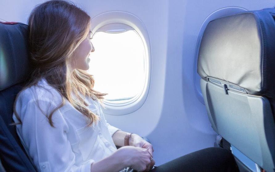 Contagios en un avión: ¿ventana o pasillo?