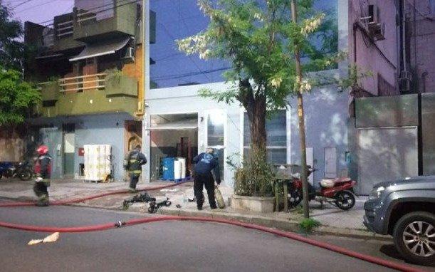Siete heridos por incendio y explosión en un laboratorio de Villa Mitre