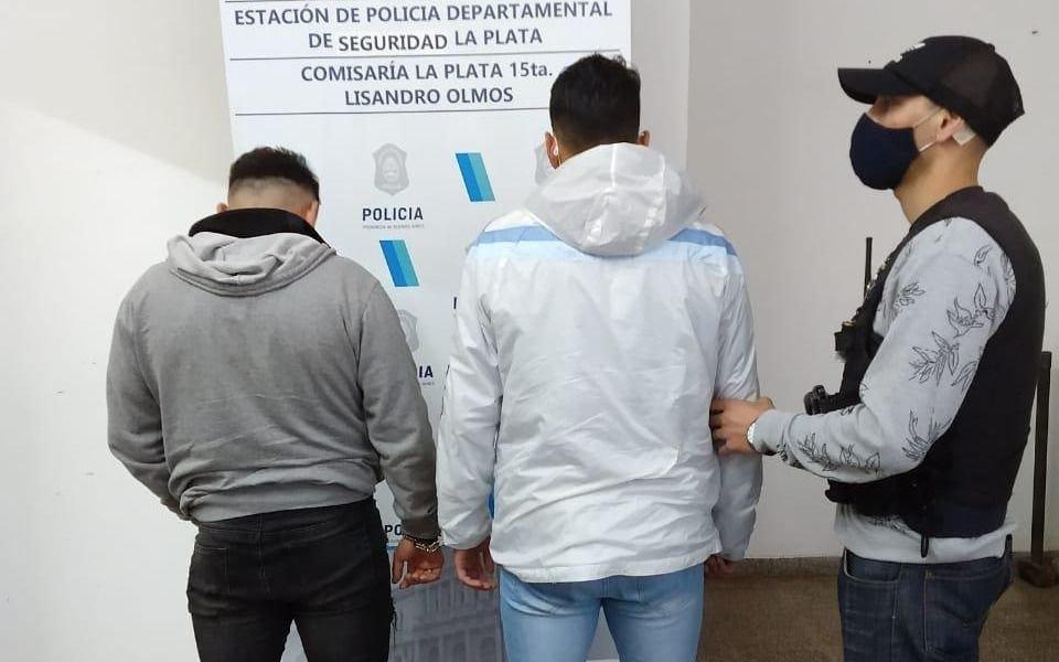 Dos detenidos en Olmos por llevar marihuana dentro de dos frascos en una mochila