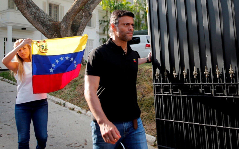 Leopoldo López logró salir de Venezuela por una ruta clandestina hacia Colombia