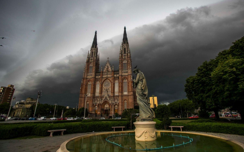 """Alerta """"amarillo"""" en la Ciudad por lluvias fuertes y ráfagas de viento entre domingo y lunes"""