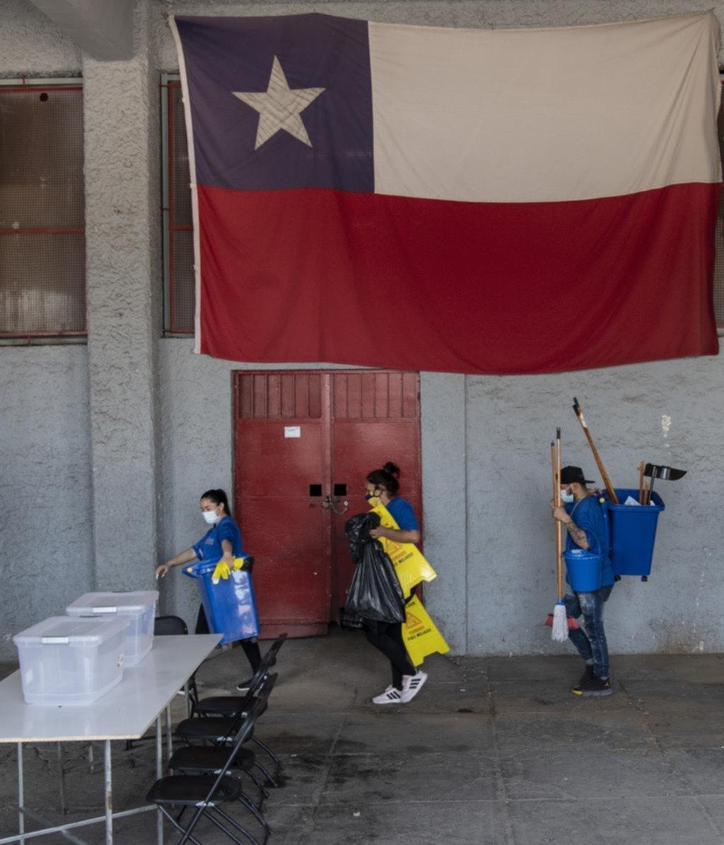 Por qué es histórico e inédito el plebiscito constitucional que se vota en Chile