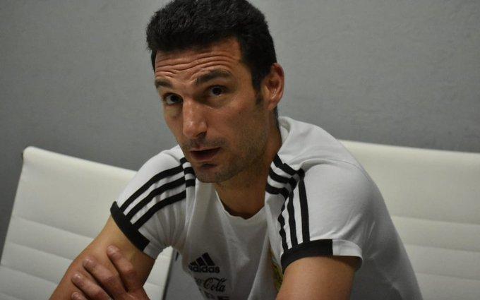 Scaloni elevó una extensa lista de convocados para los partidos con Paraguay y Perú