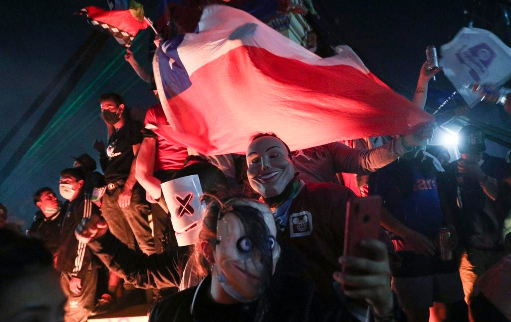 Amplia mayoría de chilenos votó para el cambio de la Constitución