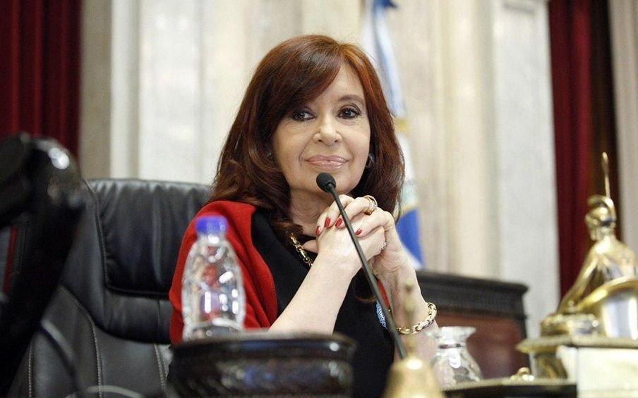 Cristina dijo que el freno de la economía es agobiante y habló de funcionarios que no funcionan