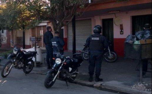 """En Los Hornos, encontraron la guarida del """"Gordo Cris"""", un activo motochorro"""