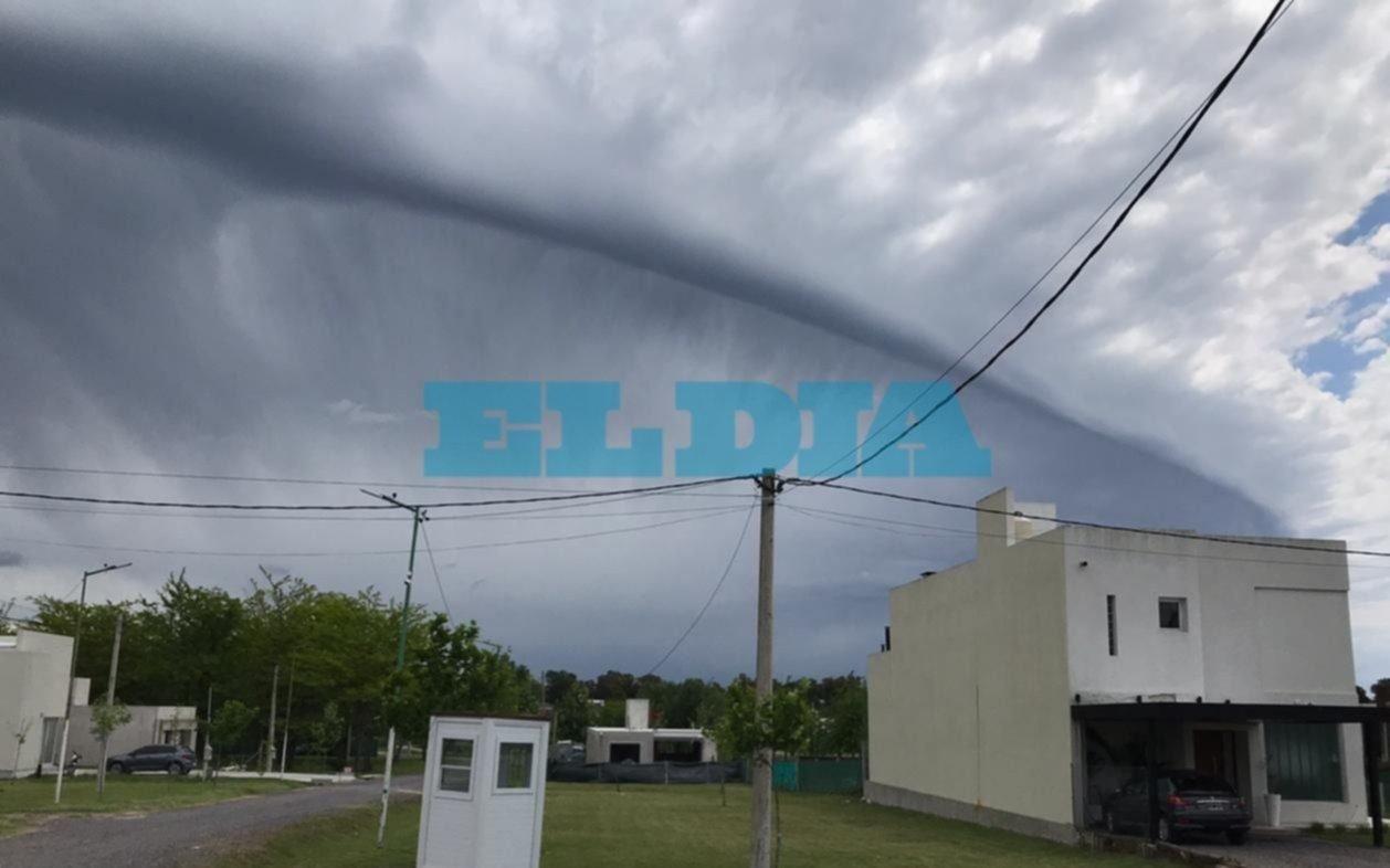 """Alerta """"amarillo"""" por fuertes viento y ráfagas en La Plata"""