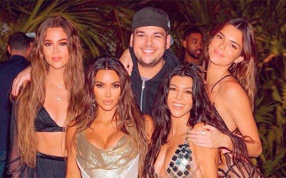 Fuertes criticas a Kim Kardashian por celebrar su cumpleaños en una isla rompiendo la cuarentena