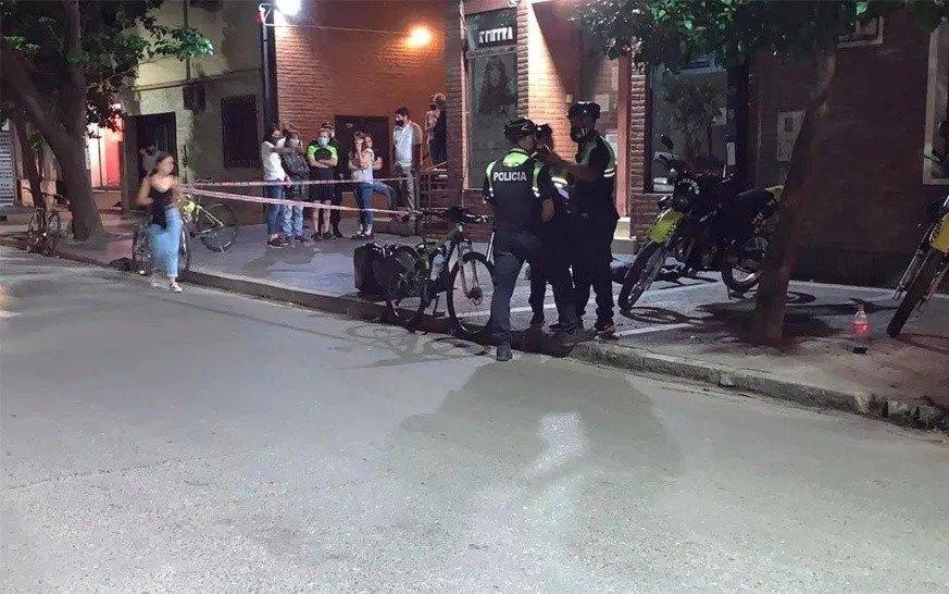 Mata a puñaladas a una profesora y luego se suicida en pleno centro de Tucumán