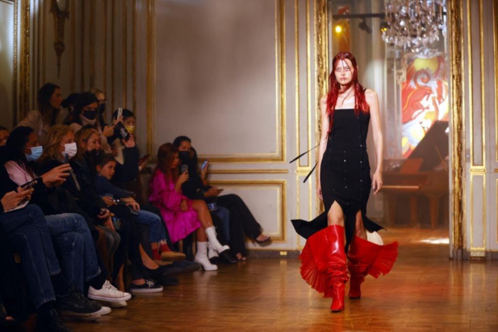 Paris fashion week: Francia muestra la moda primavera-verano