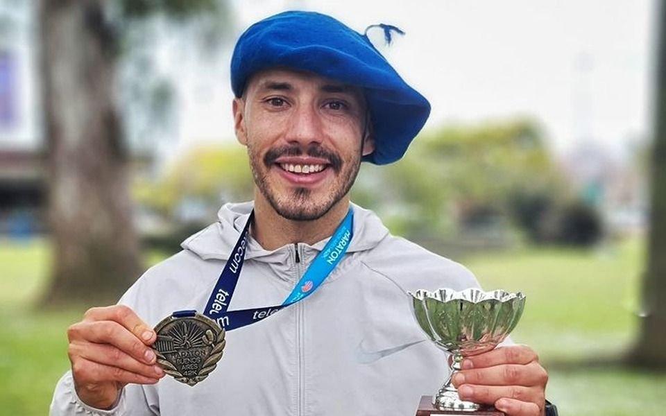 Atleta con boina: el gaucho runner, de pesar 100 kilos a meter cuarto puesto en la Maratón de Buenos Aires