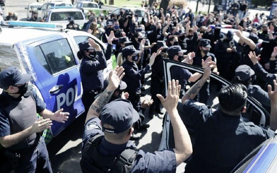 """Policías bonaerenses amenazan con volver a las protestas y llamaron a una """"retención de tareas"""""""