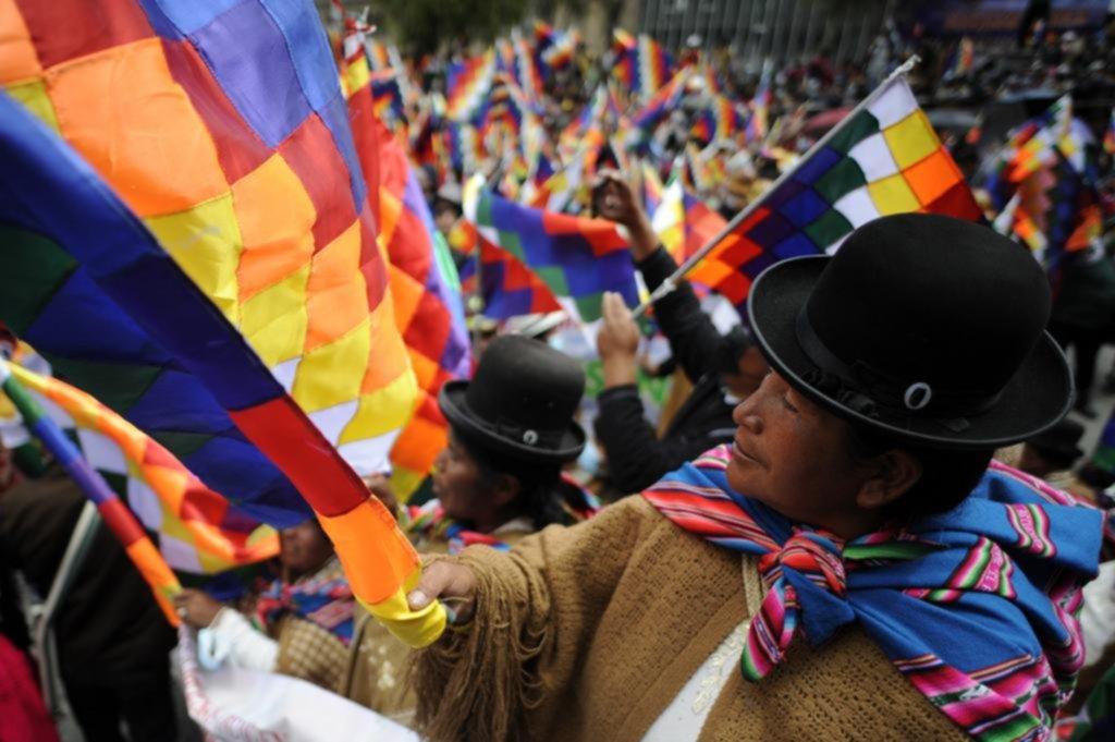 En Bolivia, Evo lideró una marcha a favor del Gobierno