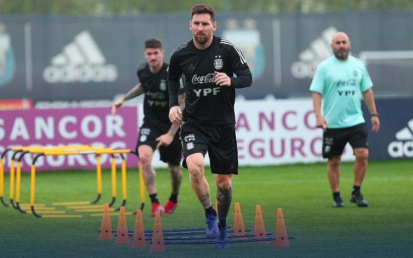 Scaloni le daría descanso a algunas figuras y Messi es el favorito al Balón de Oro