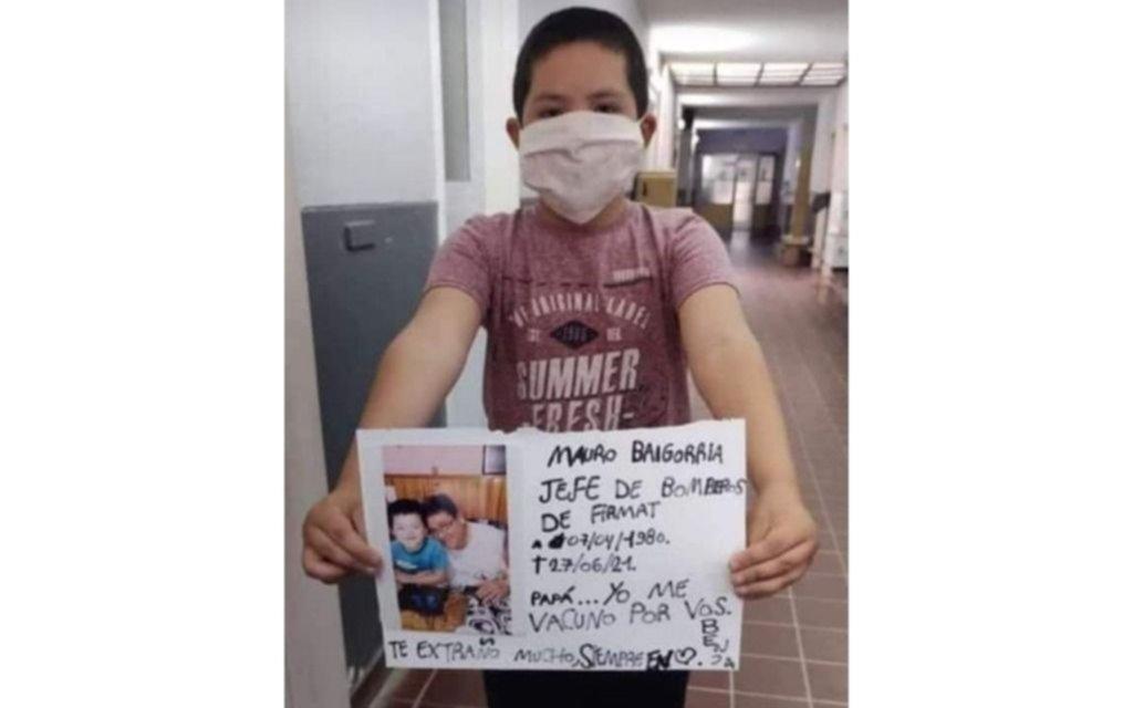El nene que hace llorar: su papá murió por Covid, se vacunó y le dedicó un mensaje que es viral