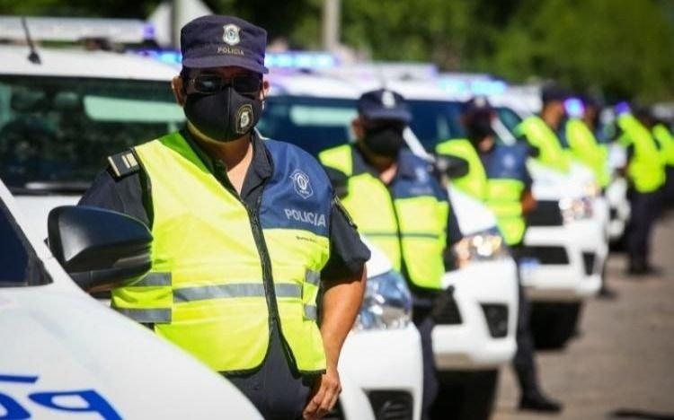 Anuncian aumento salarial para la Policía bonaerense