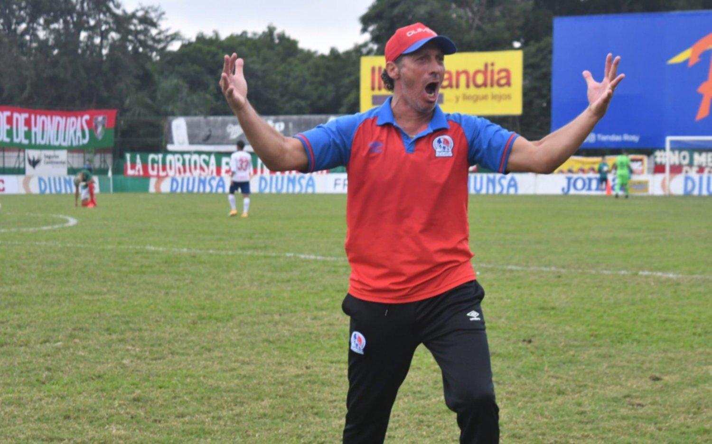 Pedro Troglio es el principal candidato a ser el nuevo entrenador de Honduras