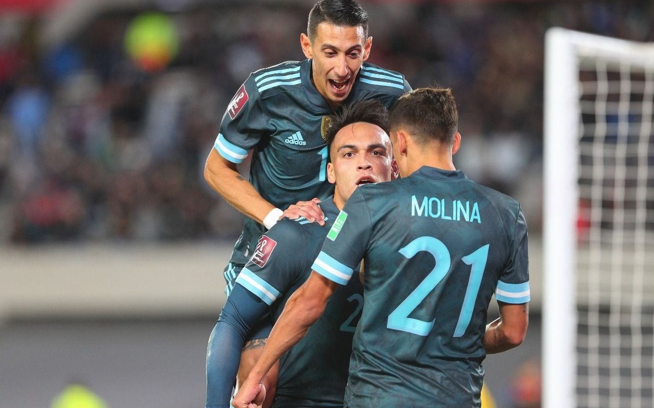 Qatar, cada vez más cerca: Argentina venció 1 a 0 a Perú con gol de Martínez en el Monumental
