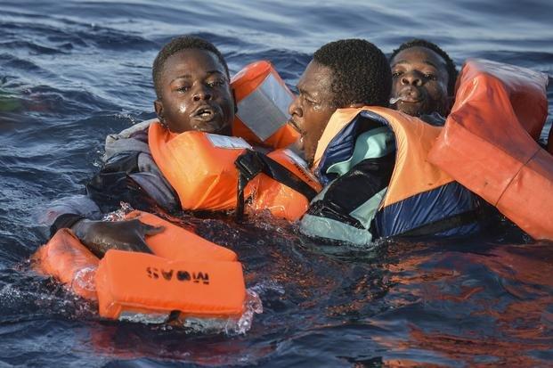 Desaparecen 240 inmigrantes tras nuevos naufragios en el Mediterráneo