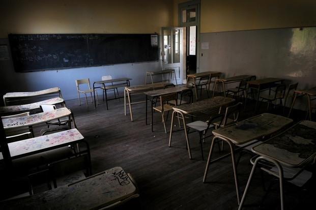 Cumplen el paro en las escuelas y los docentes tensan la cuerda