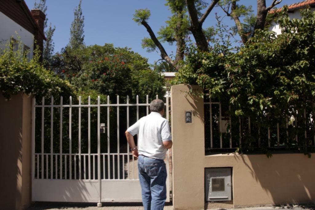 Tres ladrones golpearon y encañonaron a una jubilada en su casa del barrio Norte