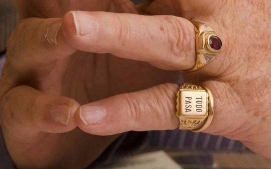 Noray Nakis, el polémico dirigente que le regaló el famoso anillo ...