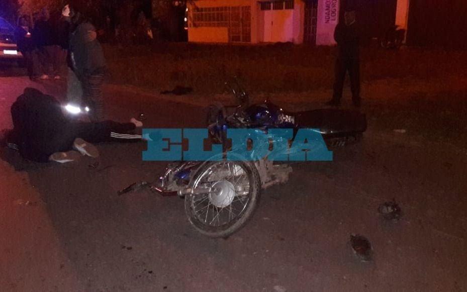 Un hombre pierde la vida en confuso choque entre dos motos en Los Hornos