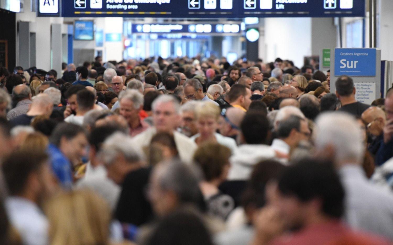 Tras 10 horas, se levantó el paro en Aerolíneas Argentinas y se reprograman vuelos