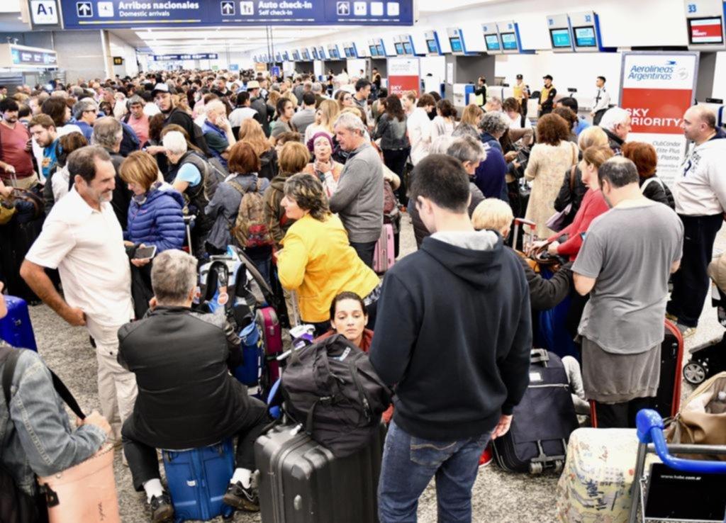 Paro en Aerolíneas Argentinas dejó a 30 mil pasajeros varados y 258 vuelos cancelados