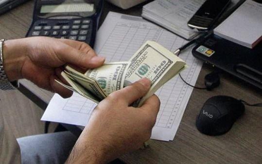 El el cierre de la semana, el dólar volvió a retroceder y cerró a 36,30