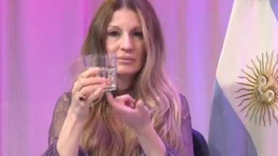 Barreto usó un vaso para hablar de sexo anal y estallaron las redes