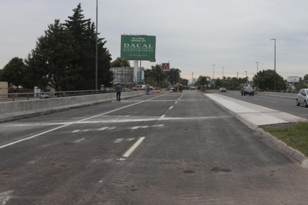 """Dicen que es """"inminente"""" la reapertura del puente del Centenario sobre El Gato"""