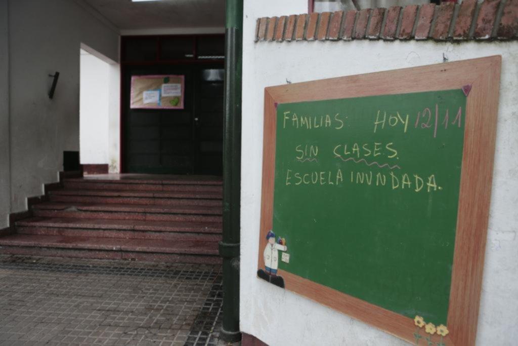 Suspendieron las clases en una escuela primaria por múltiples filtraciones