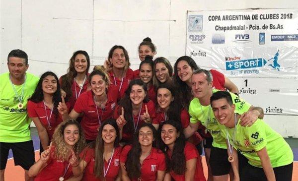 9799da8644c51 Estudiantes coronó la vuelta a la Liga Nacional de vóley con el título en  la A2